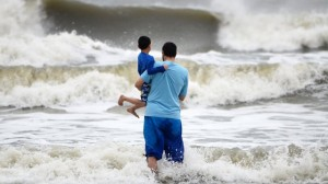 Hurricane Sandy menaces US coast